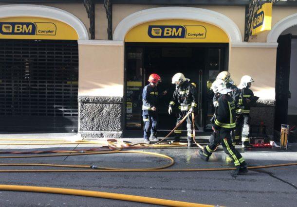 Los Bomberos sofocan un pequeño incendio en el BM del Centro