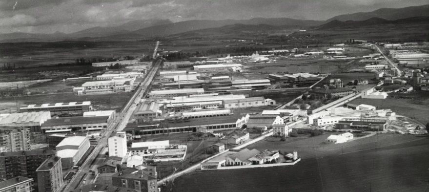 Vista aérea de la zona industrial de Gamarra Betoño hacia 1965. Fondo Fundación Sancho el Sabio.