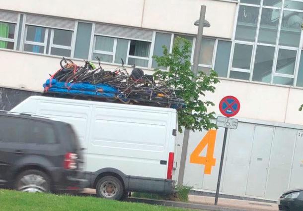 Policía identifica a una furgoneta que transportaba varias bicis