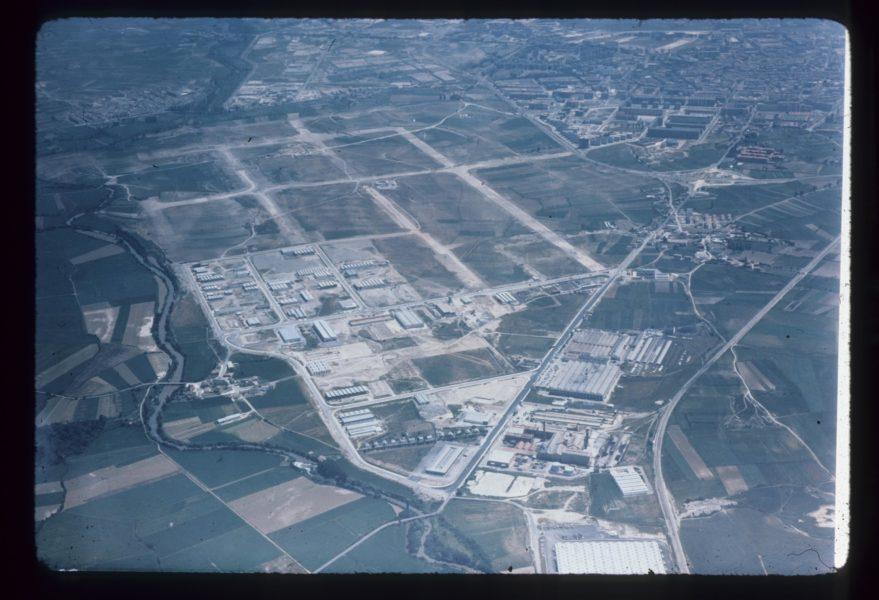 Vista aérea de Lakua y del polígono industrial de Ali Gobeo hacia 1974.