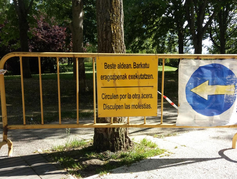 La incomprensible traducción al Euskera de una valla de obra