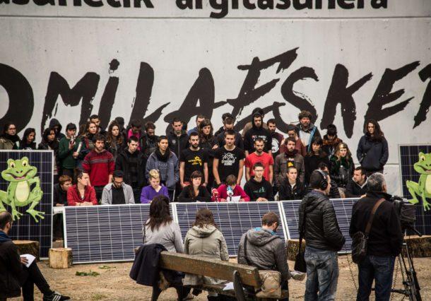 Errekaleor cumple un año sin luz con autoabastecimiento de placas solares