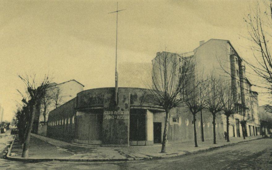 Aspecto de la piscina del Club de Natación Judizmendi, en la cofluencia de las calles Olaguibel y Los Herrán. Fondo fotográfico Fundación Sancho El Sabio