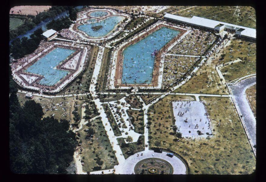 Vista panorámica de las piscinas de Gamarra en la década de los sesenta. Fondo Fundación Sancho el Sabio.