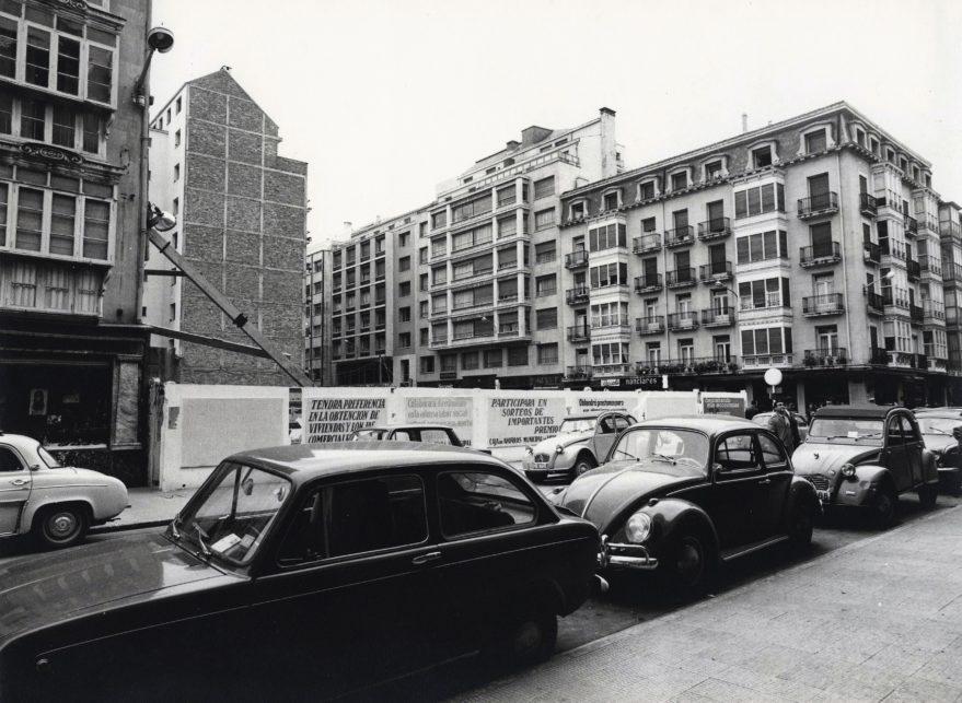 Solar del edificio de las antiguas oficinas municipales antes de su construcción a finales de la década de los sesenta. Fondo Fundación Sancho el Sabio.