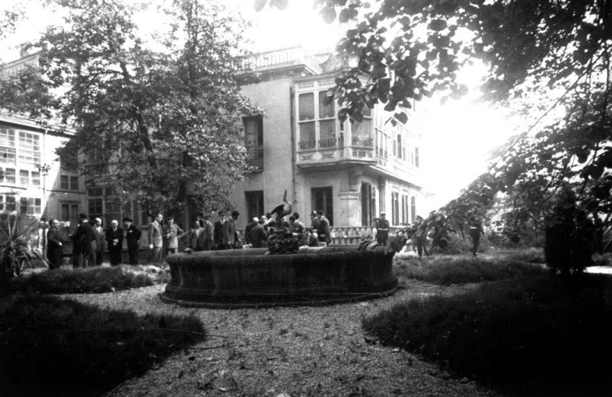 Jardines del palacete de la familia Ortiz de Zuñiga en 1958. Fondo Alberto Schommer. ATHA