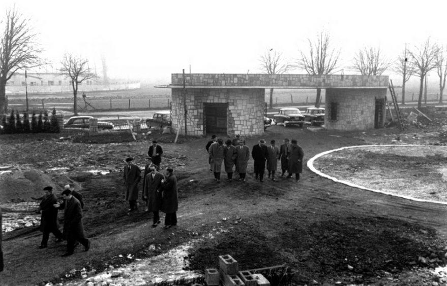 Autoridades visitando el estado de las obras del Estadio en enero de 1959. Fondo Alberto Schommer Koch. ATHA.