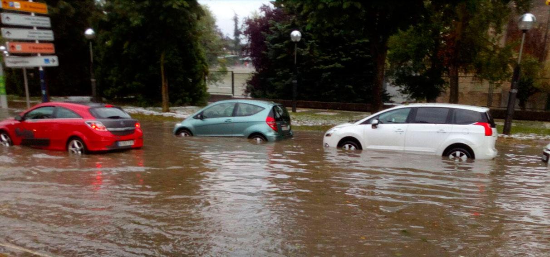 Una tormenta provoca inundaciones generalizadas en Vitoria