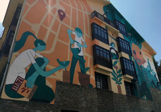 FOTOS: Hazi, hezi, bizi; así es el nuevo mural del Casco Viejo