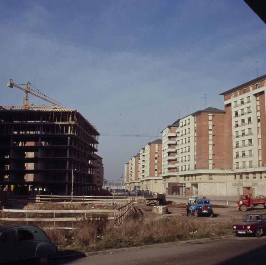 Aspecto de la calle Reyes de Navarra a principios de los años setenta. Fondo Fundación Sancho el Sabio.