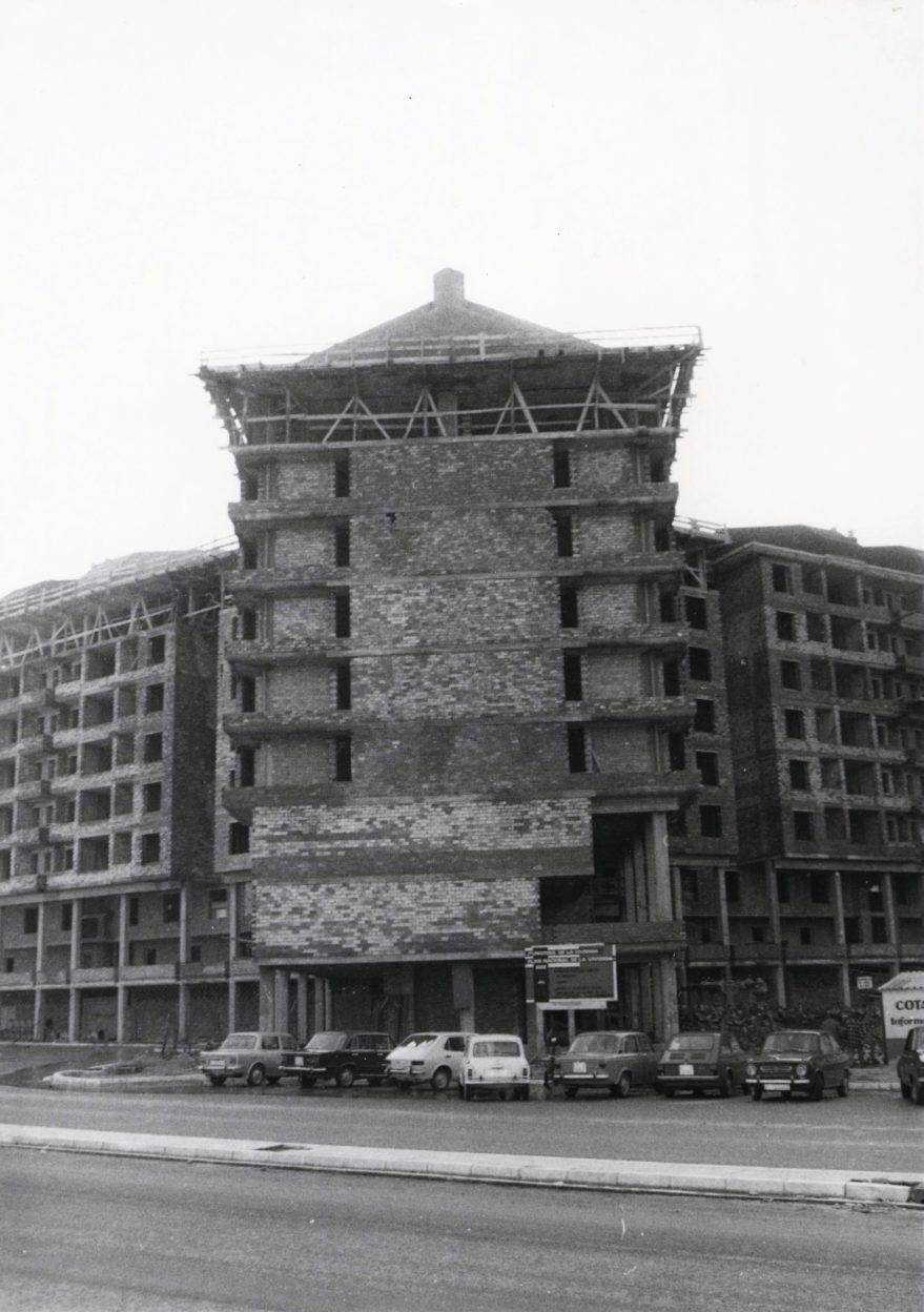 Edificio en construcción en la calle Valladolid hacia 1976-77. Fototeca Fundación Sancho el Sabio.