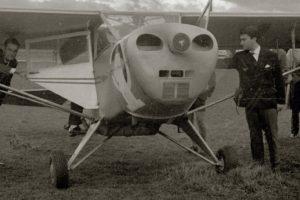 El Aeroclub de Vitoria expone un avión de la Segunda Guerra Mundial