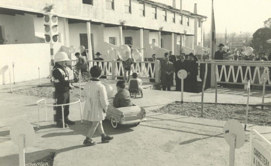 Inauguración de las instalaciones del Colegio Inmaculada concepción en la calle Txarrakea en 1965. Fondo Fundación Sancho el Sabio.