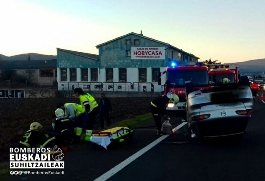 accidente coche volcado n622