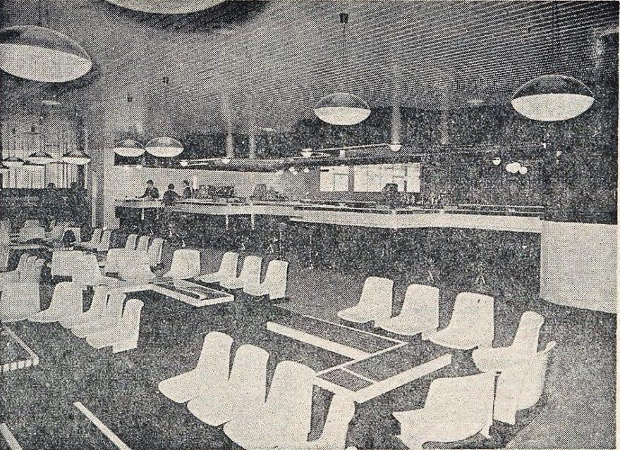 Aspecto del interior de la cafetería de la antigua pista de hielo en 1974. Norte Exprés del 26 de febrero de 1974. Fondo Liburuklik.