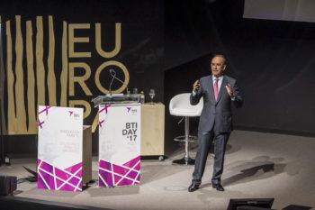 El doctor Eduardo Anitua durante la jornada de 2017