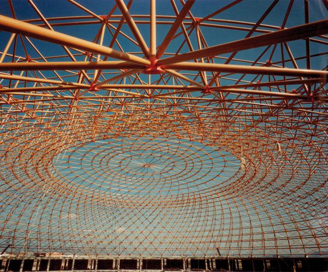 Foto: Montaje de la estructura de la Plaza del Ganado en 1976