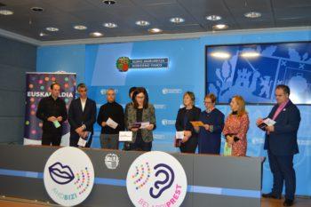 Las instituciones animan a la ciudadanía a hablar en euskera