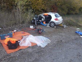 Rescatan y evacuan a un hombre atrapado tras un accidente