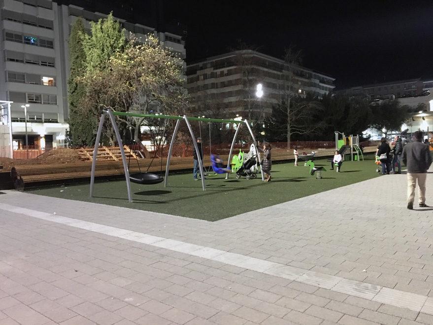 plaza santa barbara columpios