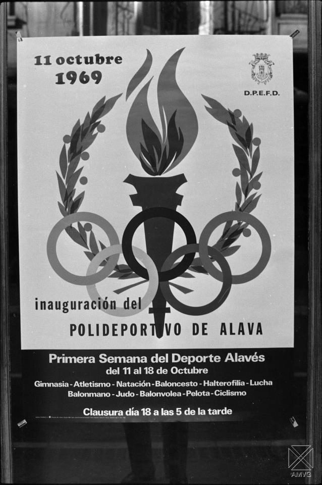 Foto: Arqué. Cartel inauguración
