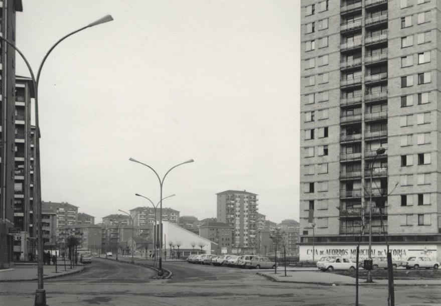 Aspecto del entorno de la torre de Zaramaga en 1972. Fondo Fundación Sancho el Sabio.