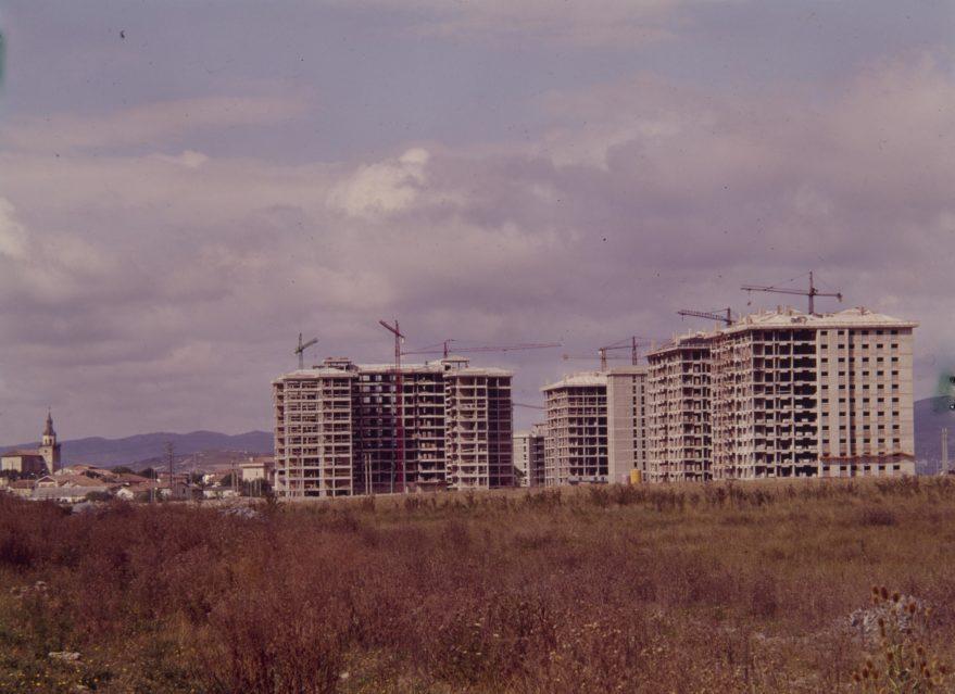 Barrio de Sansomendi en construcción a finales de la década de los setenta. Fondo Fundación Sancho el Sabio.