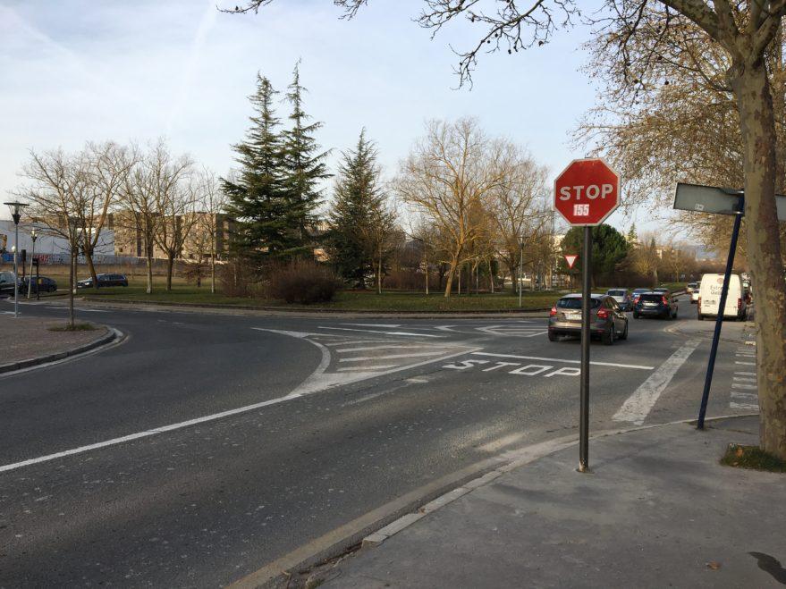 Sorpresa por un nuevo stop en el cruce de Iturritxu con Campo de los Palacios
