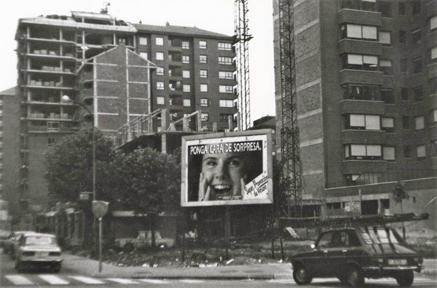 Construcción de edificios en la confluencia de las avenidas de Santiago y Judizmendi en la primera mitad de los años ochenta. Fondo Fundación Sancho el Sabio.