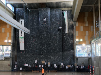 Escaladores 'abren' el rocódromo de Hegoalde en protesta por su cierre