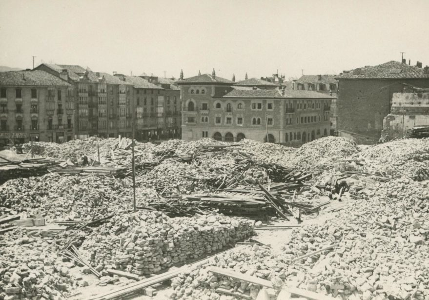 Escombros del convento de San Francisco. Fondo Fundación Sancho el Sabio.