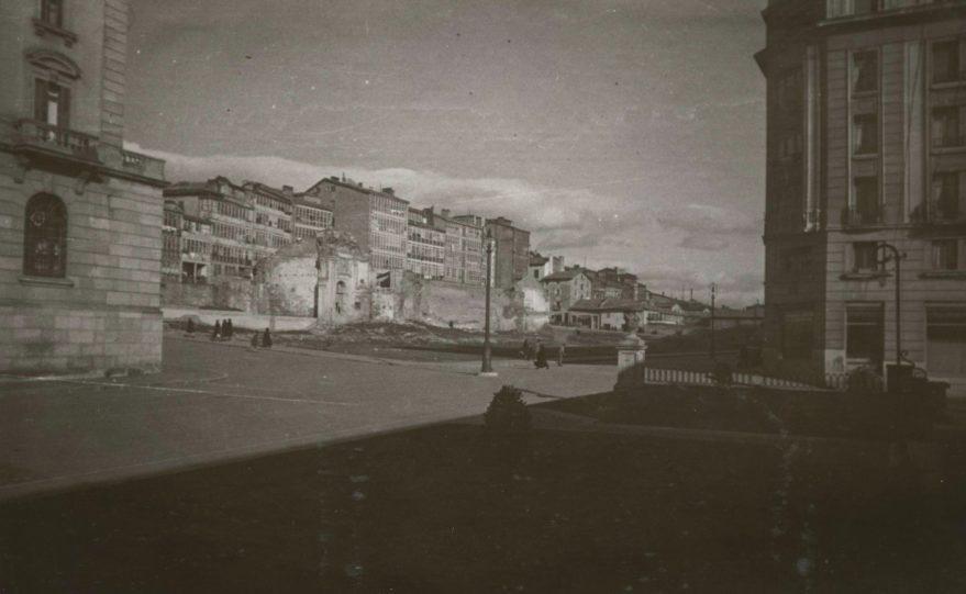 Aspecto del solar entre las calles Olaguibel y cuesta de San Francisco en 1941. Fondo Fundación Sancho el Sabio.