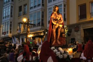Vitoria vive la procesión del Santo Entierro