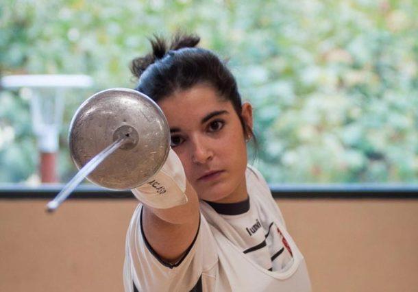 Clases de esgrima, sokatira y karate para fomentar el deporte femenino en los centros educativos