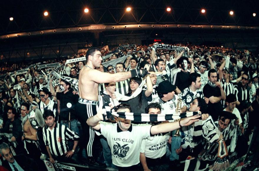 Los hinchas del PAOK animaron a su equipo, no protagonizaron incidentes y se unieron a la celebración baskonista.