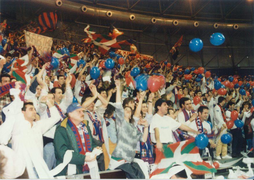 La afición baskonista durante la Final frente al PAOK
