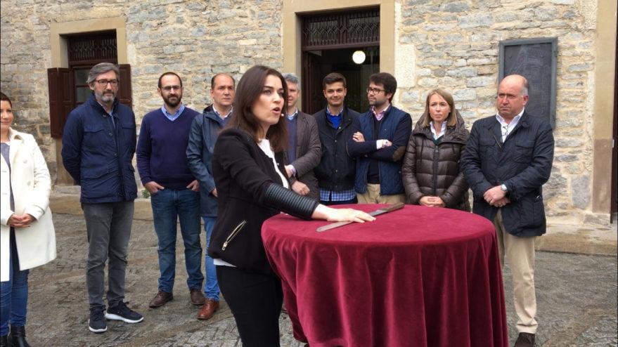Leticia Comerón recrea la jura del Machete en el cierre de campaña