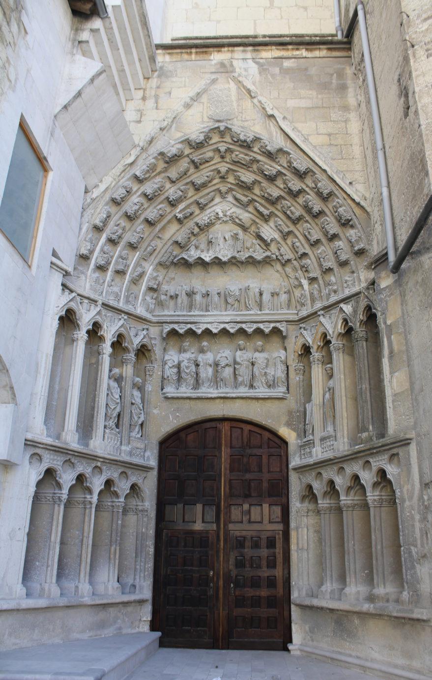 Portada de Santa Ana, ubicada en la Plaza de Santa María