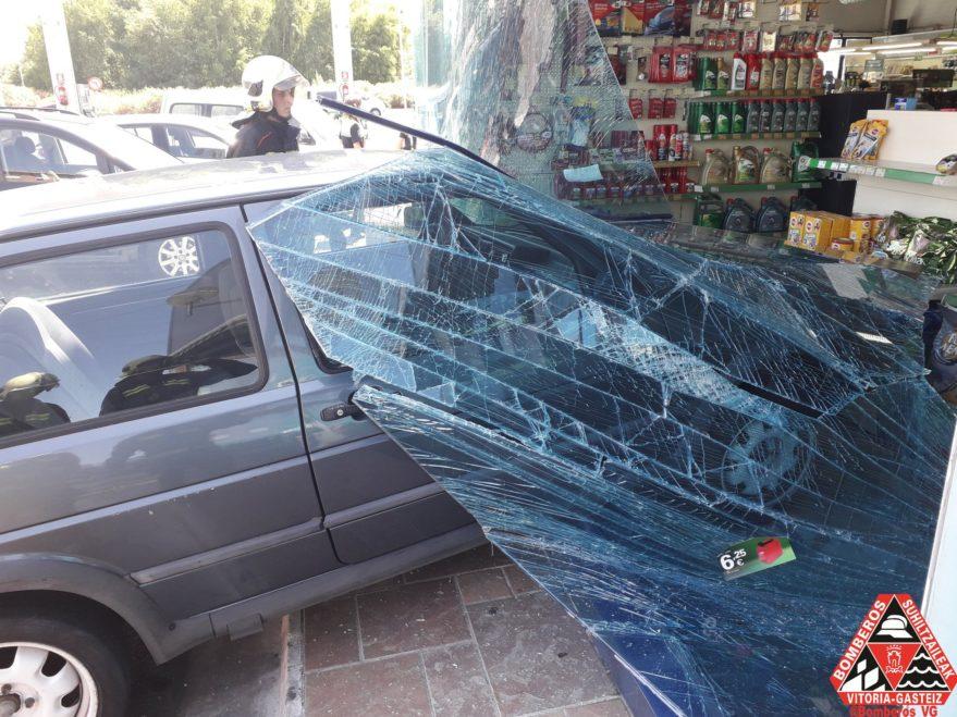 coche empotra calle madrid