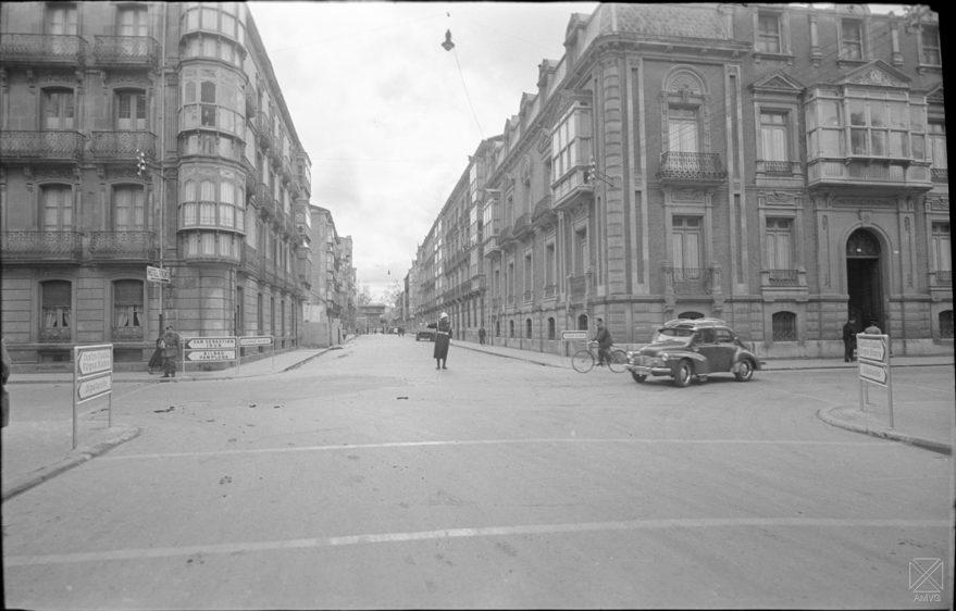 Perspectiva de la confluencia entre las calles Florida y San Antonio en 1957. AMVG-ARQUÉ.