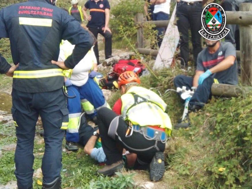 helicoptero ertzaintza rescate