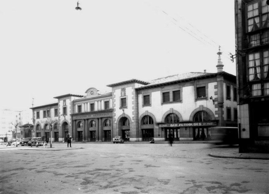 Perspectiva de la antigua estación de autobuses inaugurada en 1950. Fondo Schommer. ATHA.