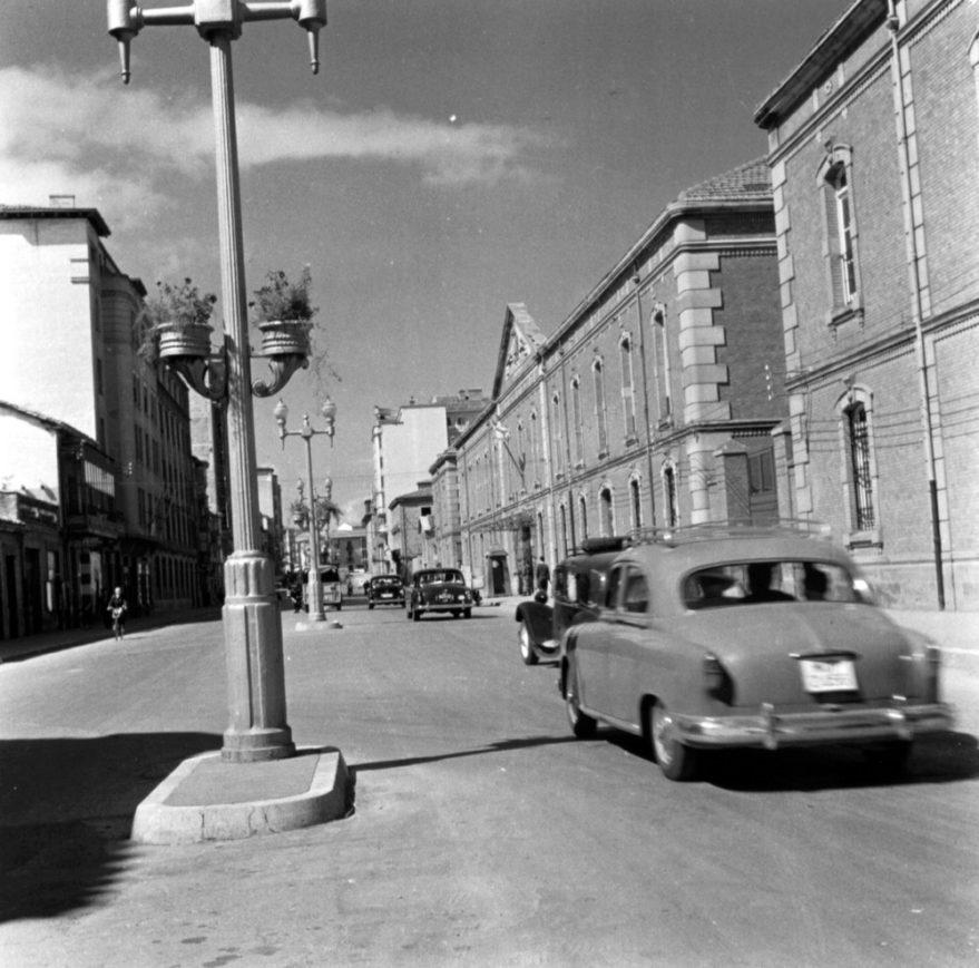 Calle La Paz a finales de los años cincuenta. Fondo Schommer. ATHA.
