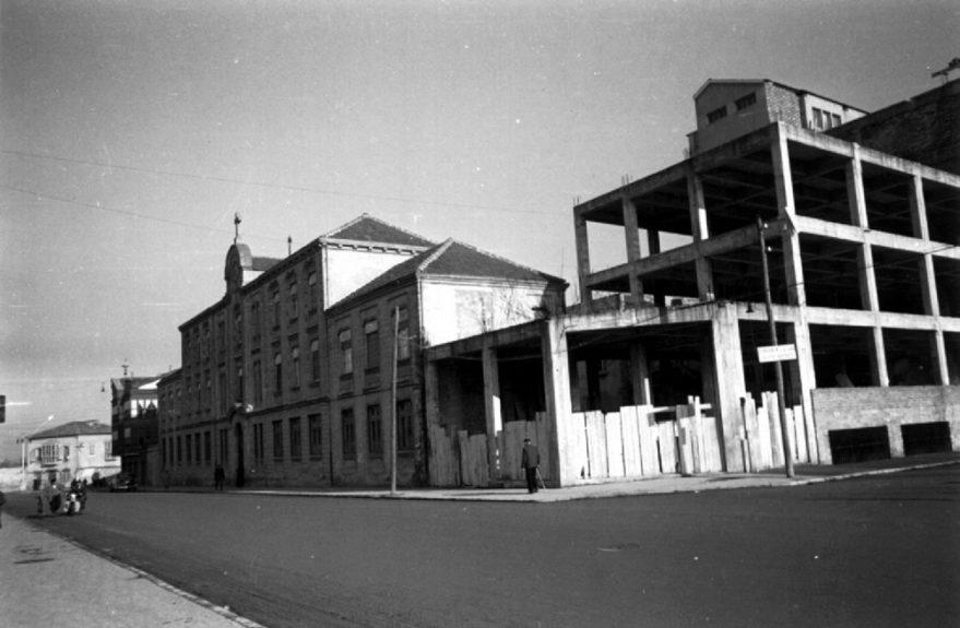 Aspecto de las obras de ampliación de Jesús Obrero en los años cincuenta entre las calles Francia y Monseñor Estenaga. Fondo Schommer. ATHA.
