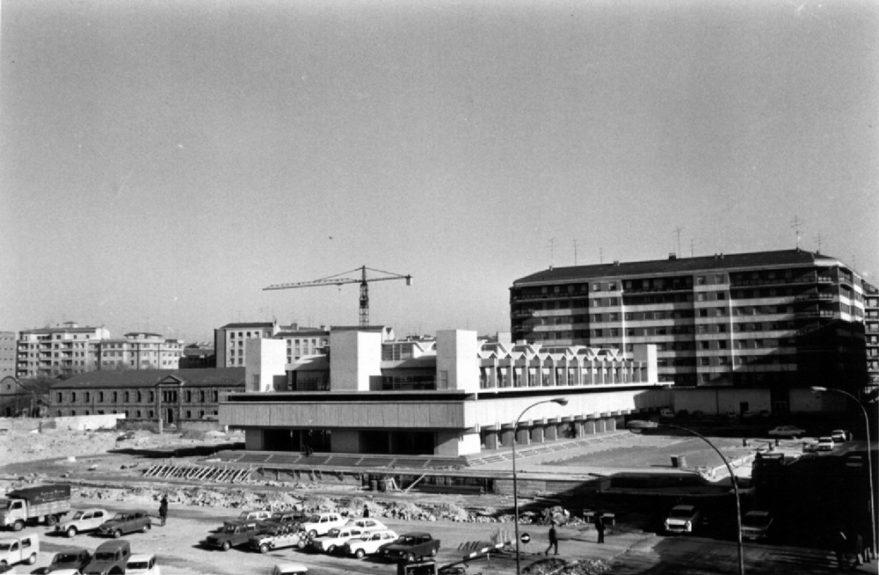 Construcción de la actual Plaza de Abastos en 1973. Fondo Schommer. ATHA.