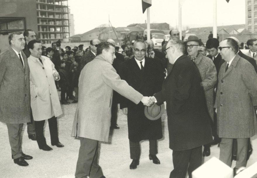 Inauguración del Club de Judo Vitoria en 1968, con la presencia de las autoridades locales y el embajador de Japón Tokichi Takano. Fondo Fundación Sancho el Sabio.