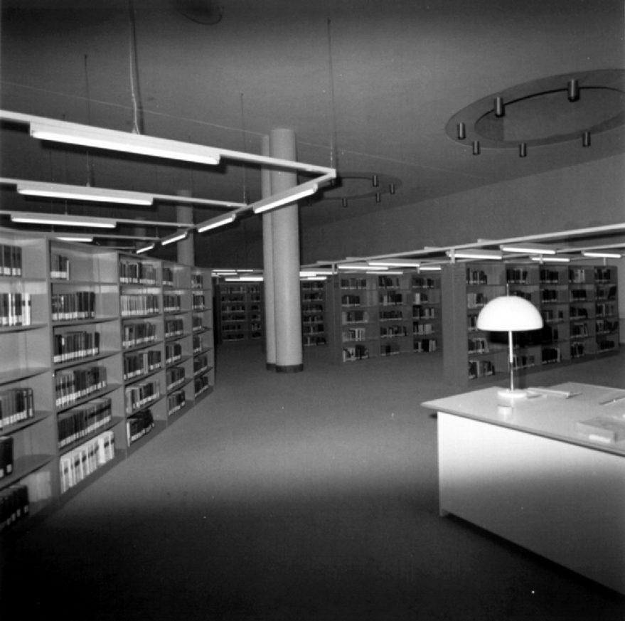 Interior de la biblioteca en 1976. ATHA.