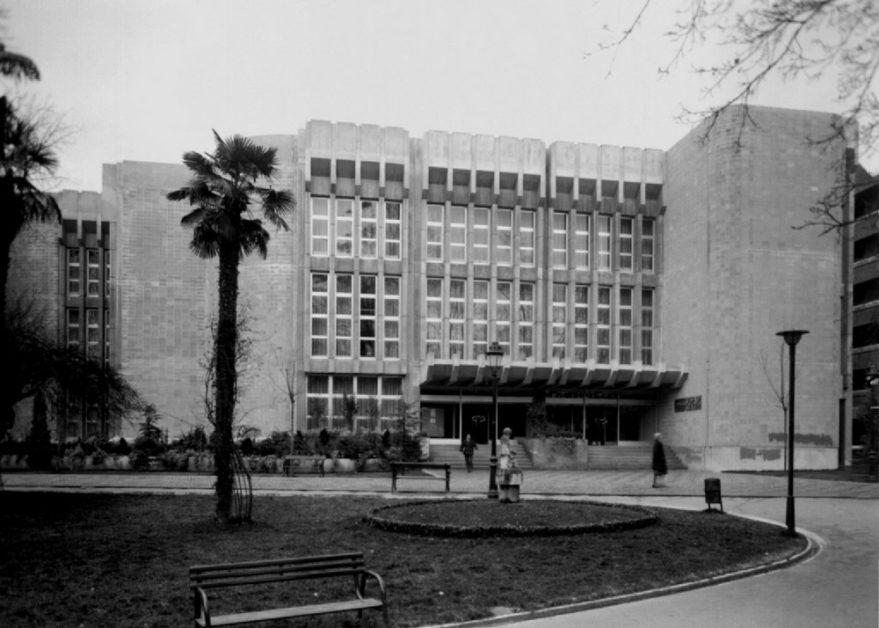 Aspecto de la biblioteca de la Casa de la Cultura de La Florida en 1976. ATHA.