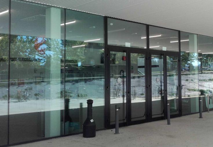 puertas centro civico salburua