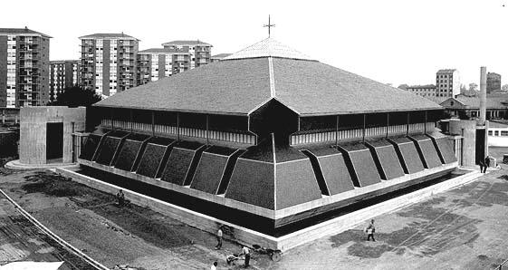 Exterior de la iglesia de San Francisco de Asís. Estudio Luis Peña Ganchegui.